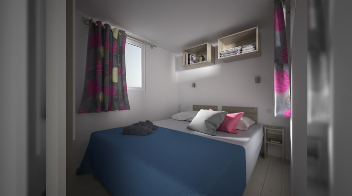 Chambre avec lit double du mobil home 3 chambres